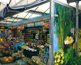 2:20PM: World's only floating flower market, Bloemenmarkt! It's amazing to see and there are so many souvenirs to be bought here!