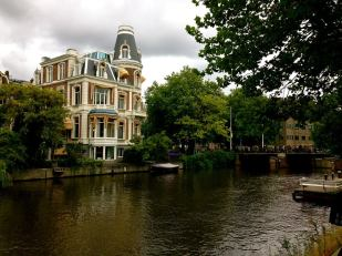 6:30PM: After finishing Van Gogh museum and Anne Frank house (which I both highly recommend) rather quickly, we take a stroll. Walk along the water and you'll see some beautifulllll homes